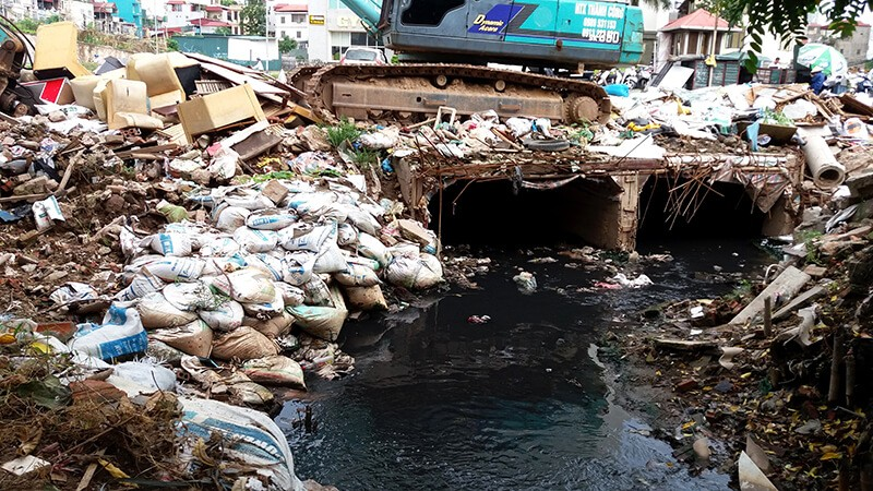 Hình ảnh ô nhiễm nước tại sông ngòi tại Việt Nam