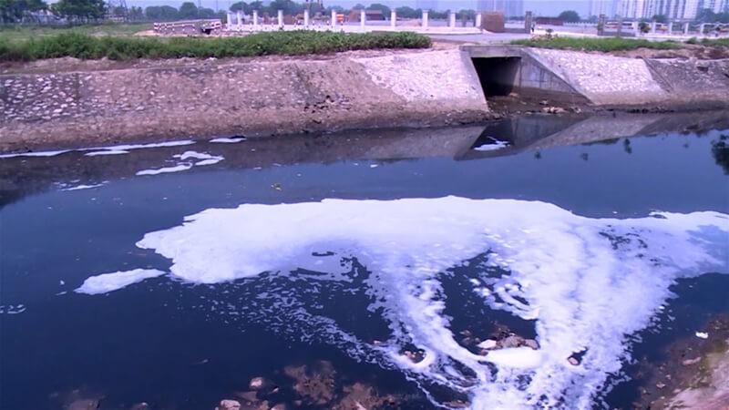 Ô nhiễm môi trước nước - Nước thải công nghiệp không được xử lý ra môi trường bên ngoài
