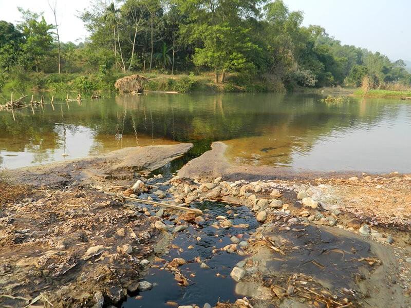 Nước bị ô nhiễm do kim loại nặng